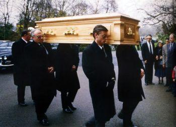 El féretro con los restos mortales de Freddie.