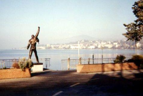 Monumento a Freddie Mercury frente al lago Leman de Montreux, Suiza.
