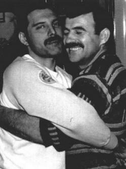 Freddie y su pareja Jim Hutton que también falleció de sida en 2010.