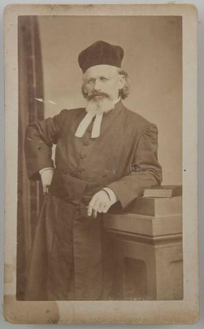 El rabino Mayer Samuel, padre de Erik.