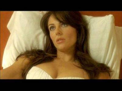 Elizabeth Hurley en una escena de la película