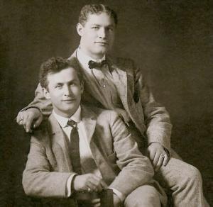Erik con su hermano Theodore